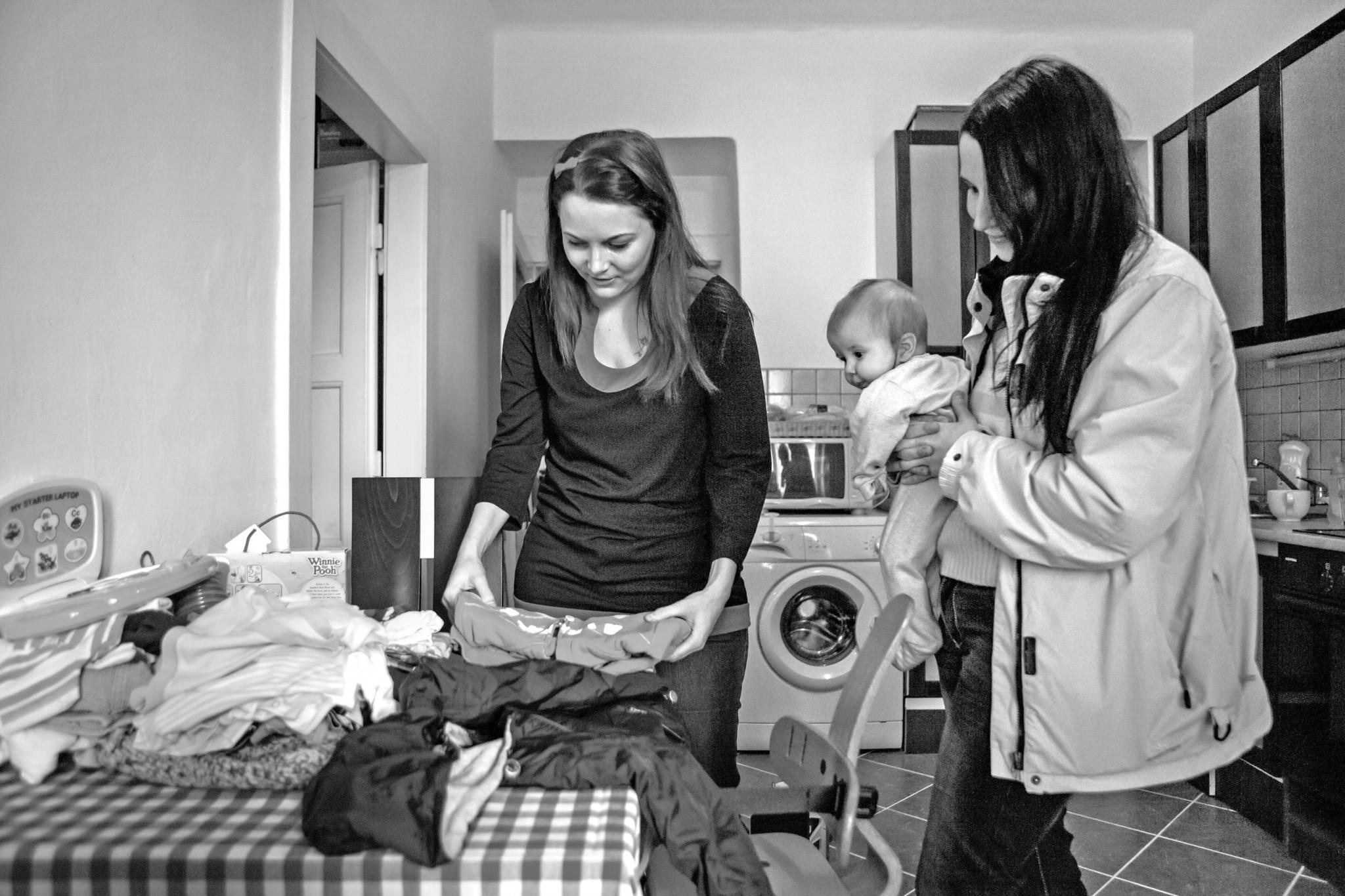 Výhodou propojení přes sociální síť je skutečnost, že si konkrétní člověk může vybrat konkrétní rodinu, které svou pomoc poskytne.