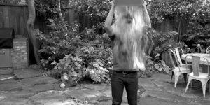 Když se Mark Zuckerberg polije vodou, znamená to jediné: tisíce lidí to udělají také.