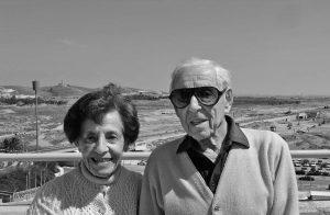 Manželé Howard aLottie Marcusovi, kteří ve30. letech utekli před nacisty doUSA, věnovali veškerý svůj majetek, 400 milionů dolarů, Ben Gurionově univerzitě vTel Avivu.