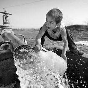 Jedna z organizací, jež si vysloužily doporučení TLYCS, je Oxfam, která se snaží zajistit přístup k pitné vodě i v těch nejodlehlejších oblastech.