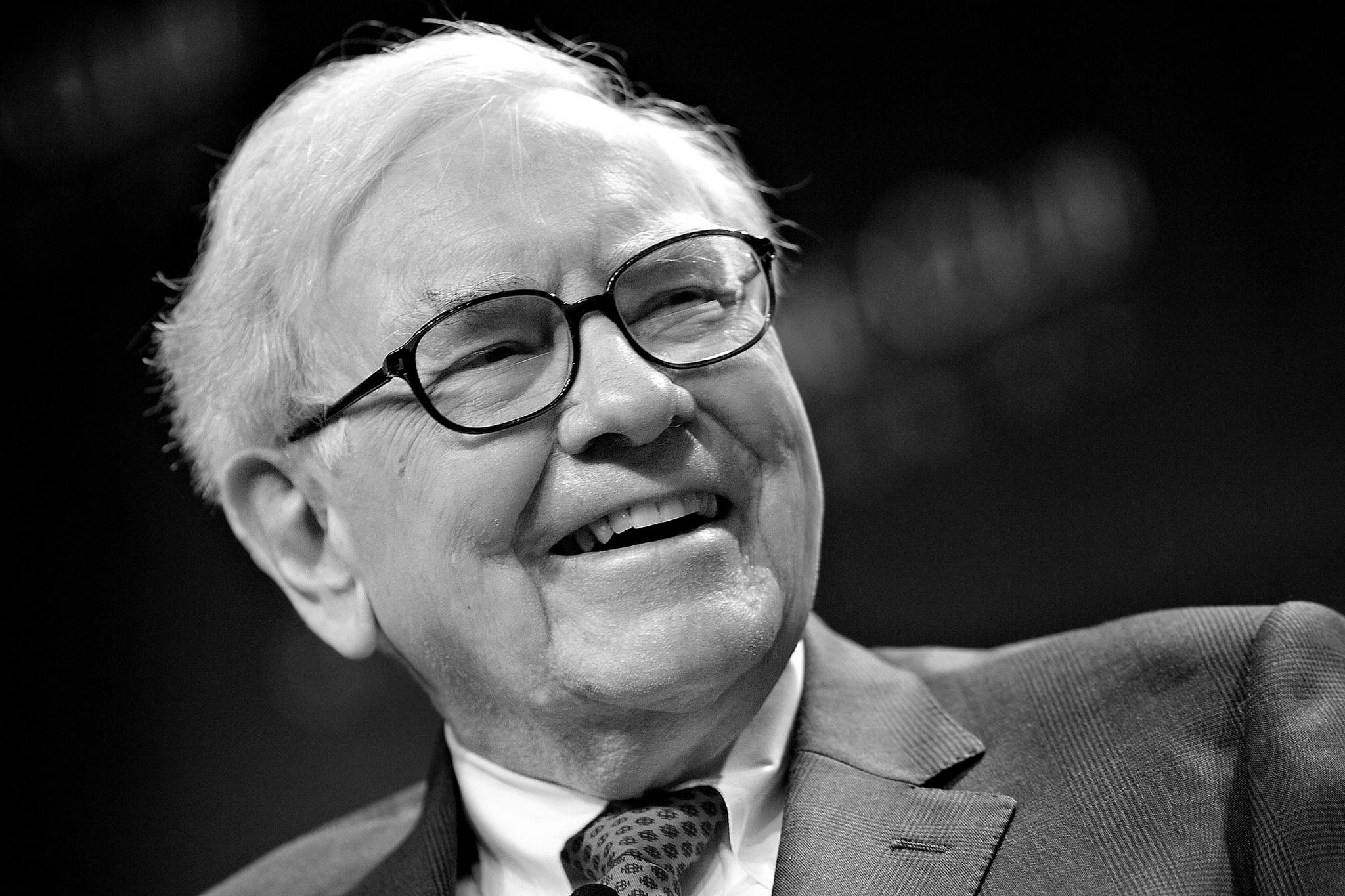 Kdobročinné iniciativě TheGiving Pledge, kterouzaložili Bill Gates aWarren Buffett (naobrázku), serozhodl přihlásit jeden zklientů Claire Costello, vehře bylo několik milionů dolarů.