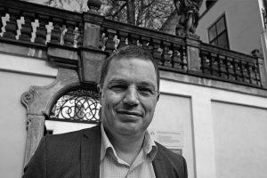 Podnikatel Jan Školník přišel do Broumova v 90. letech. Koupil fabriku, rozjel podnikání a s manželkou založili Agenturu pro rozvoj Broumovska.