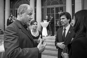 Podnikatel, zakladatel firmy LMC aaktivní buddhista Libor Malý patří mezi velké českéfilantropy. Zabývá se ekonomikou darů aje přesvědčený, že dosta let bude svět fungovat bez peněz.